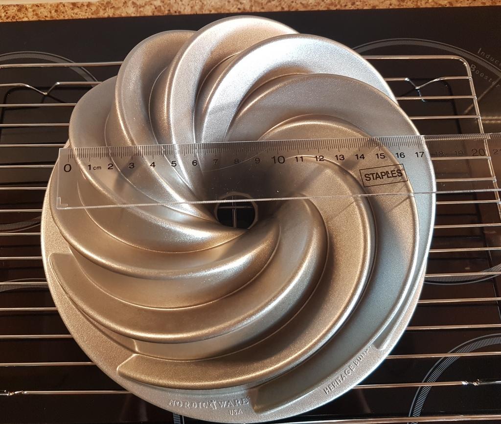 Nordic Ware Heritage Bundt Pan 10 Cups Or 2 36 Litres