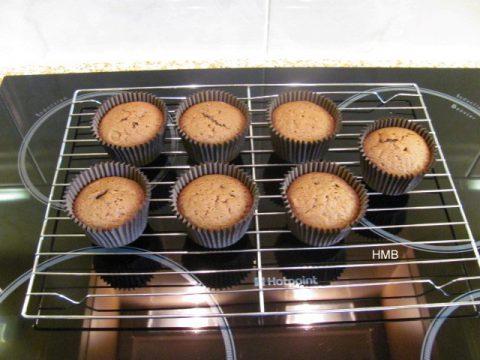 Bonfire-Cupcakes-by-Help-Me-Bake-1-480x360.jpg