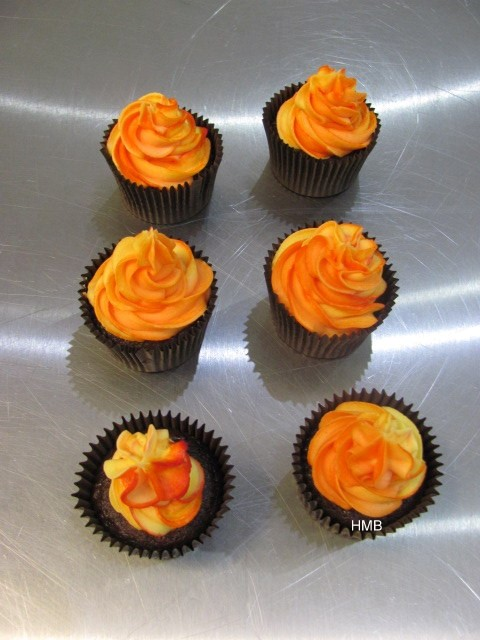 Bonfire-Cupcakes-by-Help-Me-Bake-8.jpg