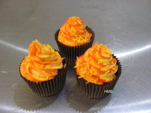 Bonfire-Cupcakes-by-Help-Me-Bake-9-480x360.jpg
